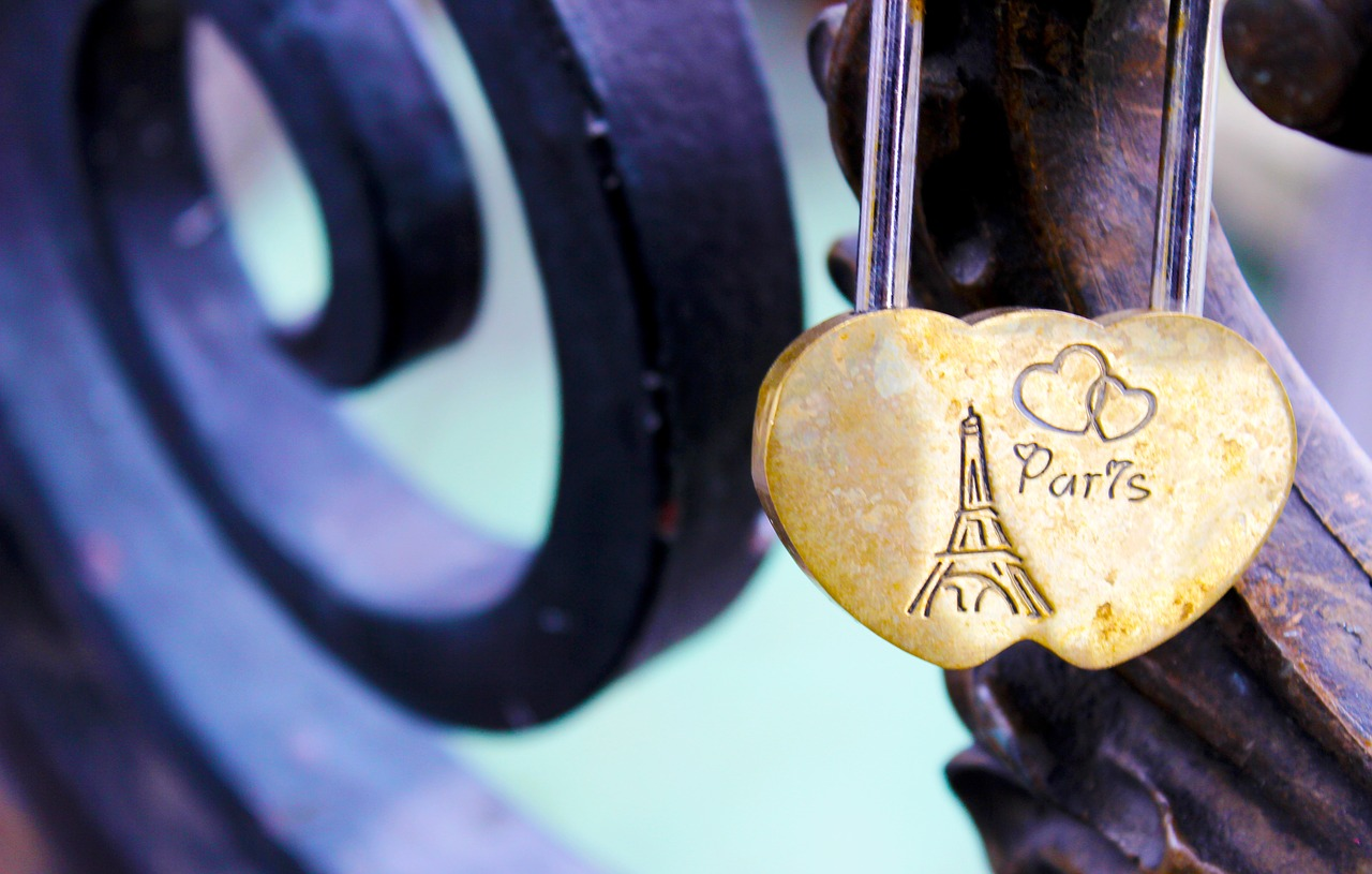 60 Paris Themed Gifts They'll Absolutely Love - Forever Lost In Travel